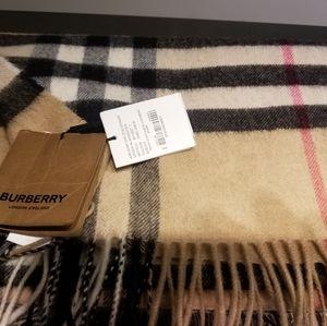 NWT Burberry Classic Cashmere Scarf